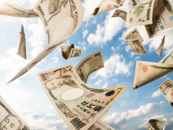 お金が宙を舞う